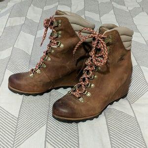 Sorel Joan of Arctic City Hiking Boot